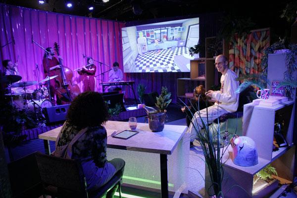 Showmasters mit Band aus Publikumsansicht