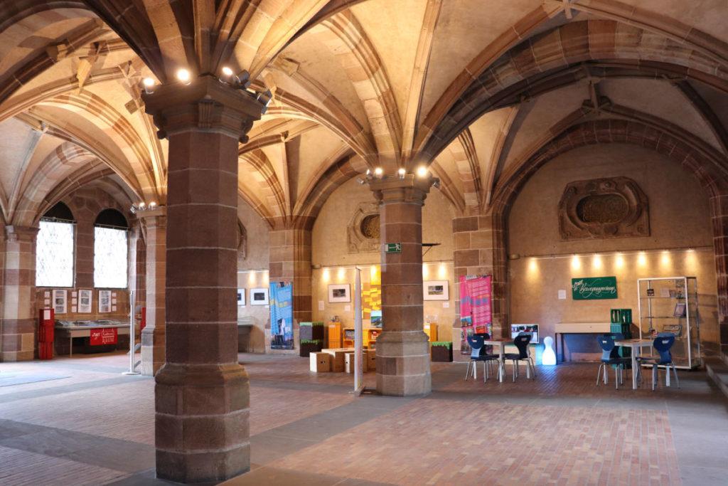 Das Foyer im Pellerhaus mit der Ausstellung Playing the City